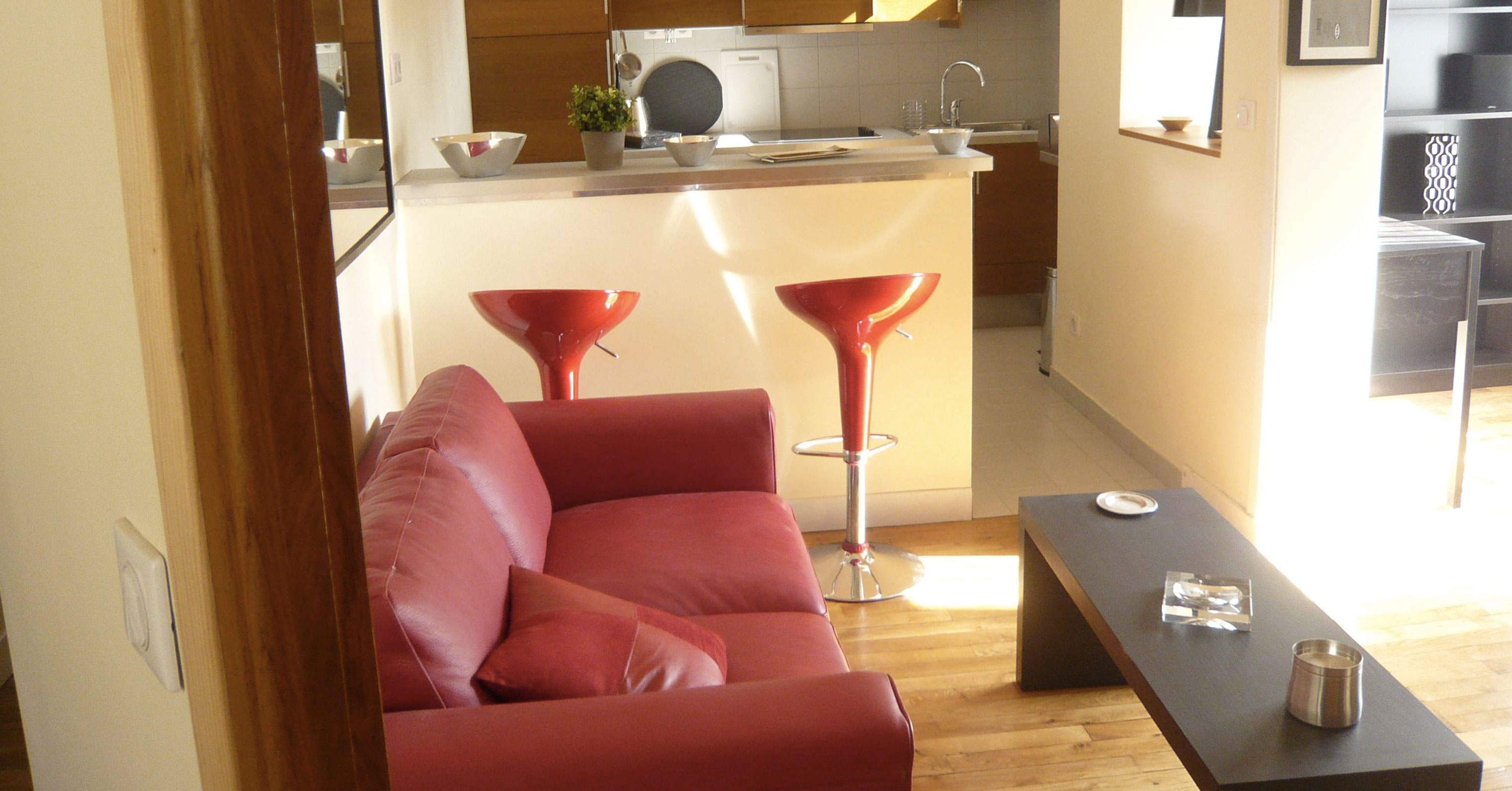 furnished apartement versailles Fushia living room