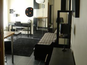 furnished apartement studio versailles Genet entrance